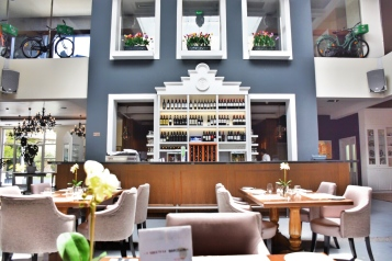 Full of modern elegance, Café Amsterdam's design and decor is a tasteful combination of cozy-chic art-deco reminiscent of the late 1920s period.